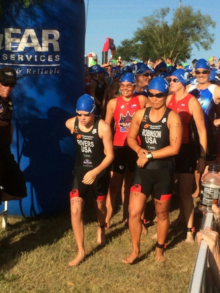 Arlyn and Rebecca swim start_resized
